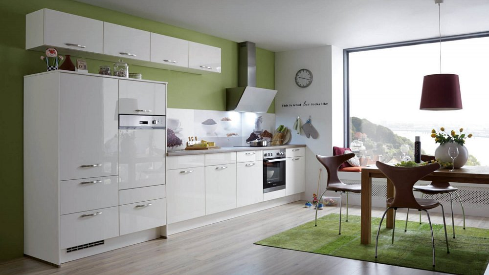 Witte hooglans keuken in rechte opstelling - Keukens op maat ...