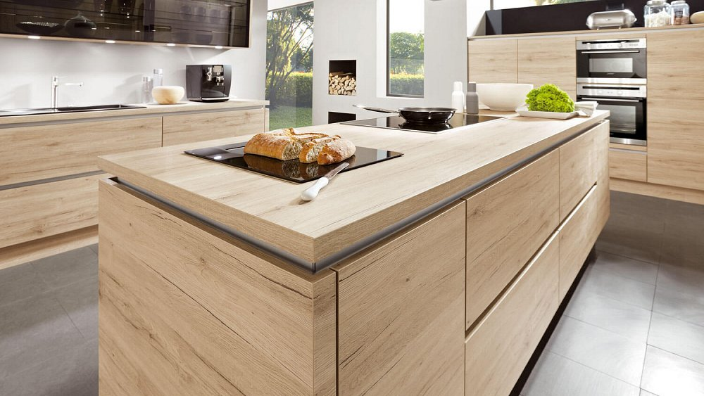 Moderne ruime keuken met kookeiland keukens op maat - Afbeelding moderne keuken ...