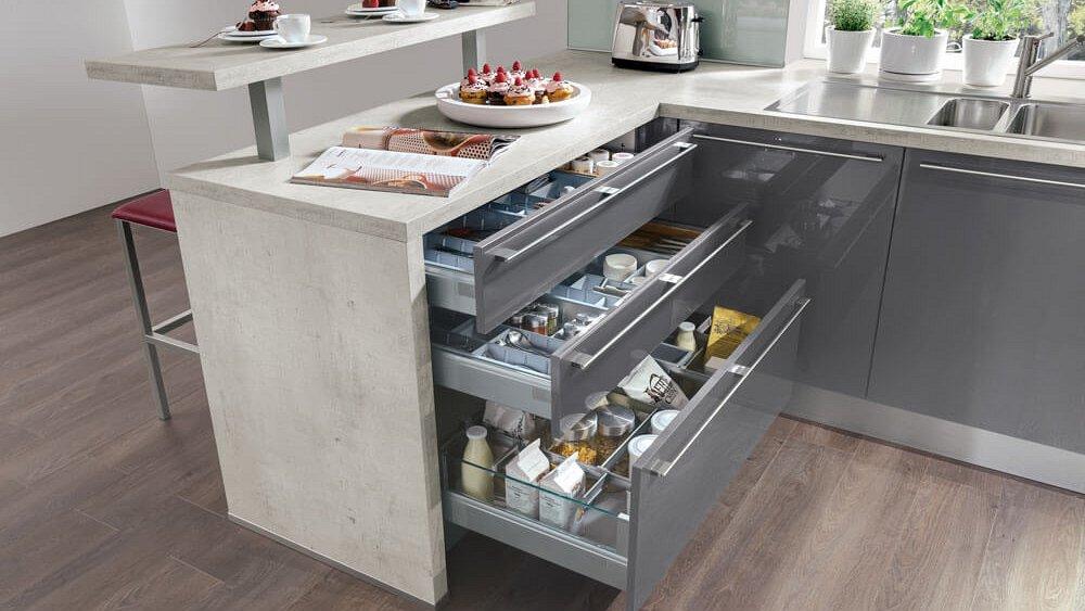 Keuken Bar Op Maat : Ruime moderne keuken in U-opstelling – Keukens op maat – Keukenloods