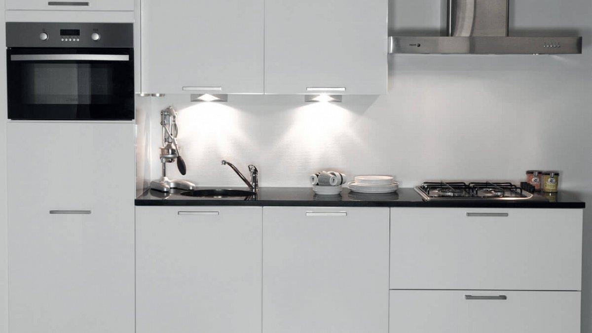 Hoogglans Wit Keuken : Rechte keuken in hoogglans wit voorraad keukens keukenloods