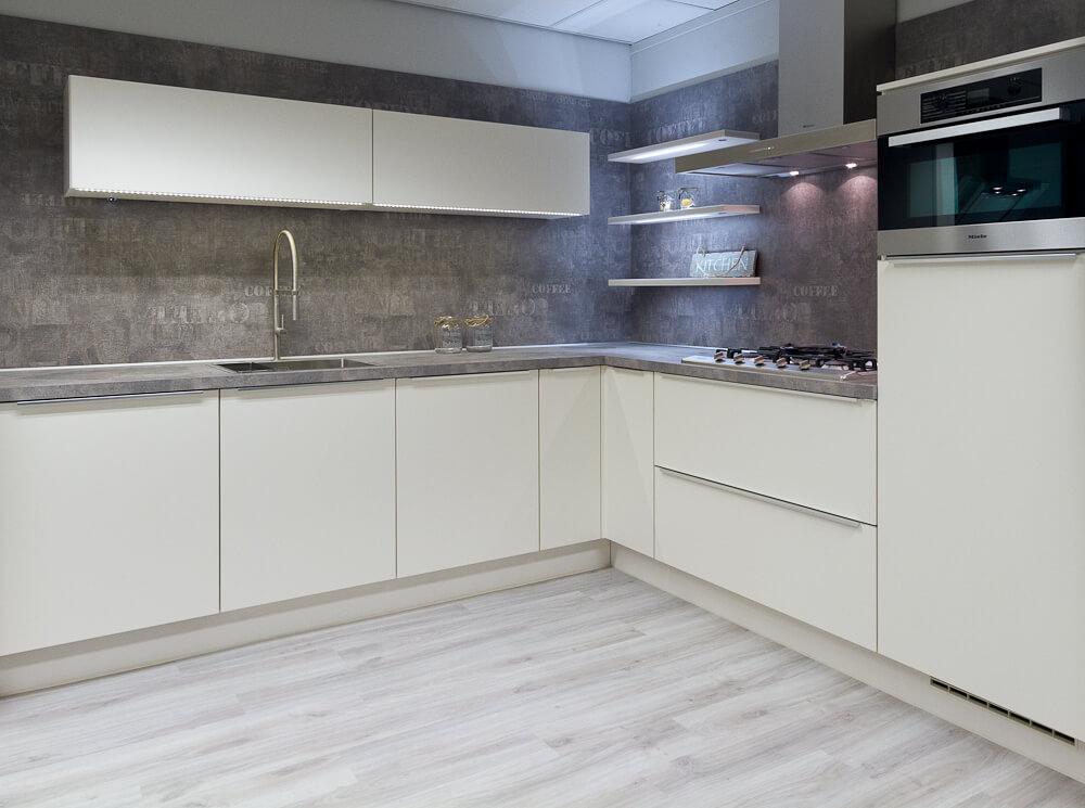 Strakke keuken met miele apparatuur showroomkeukens - Afbeelding van keuken amenagee ...